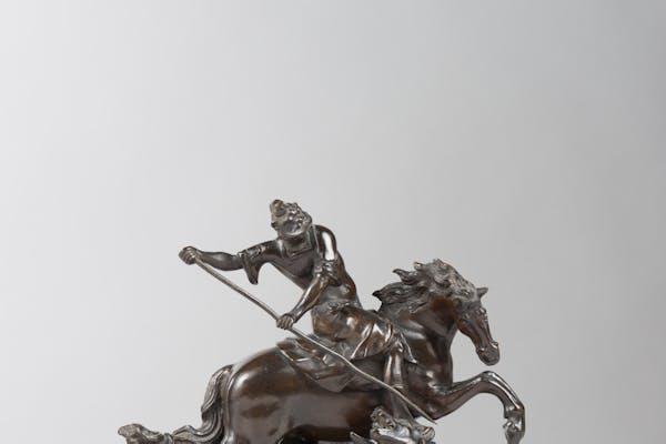Saint Georges and the dragon, 1640, atelier van Francesco Fanelli (1577- 1653), brons, 21,50 x 11 x 19 cm, Londen/Anglo-Italiaans. Collectie van Johan Creten, Parijs. Herkomst: Sir John Wyndham Pope-Hennessy, Firenze en vervolgens Sotheby's, European Sculpture & Works of Art, Sale L13230, 2 juli 2013, Londen, lot 101, privé aangekocht na de veiling. Foto © Agence Phar - J. Beylard et V.Luc