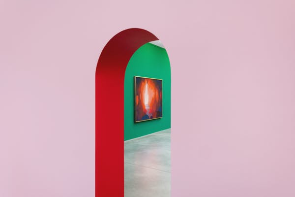 Nicolas Party, Grotto, 2019, installatiezicht, foto HV Studio, courtesy the artist and Xavier Hufkens, Brussels
