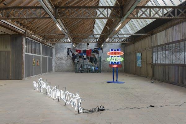 Installatiezicht '6 Degrees', Liebaert Projects, Kortrijk. Foto Isabelle Arthuis