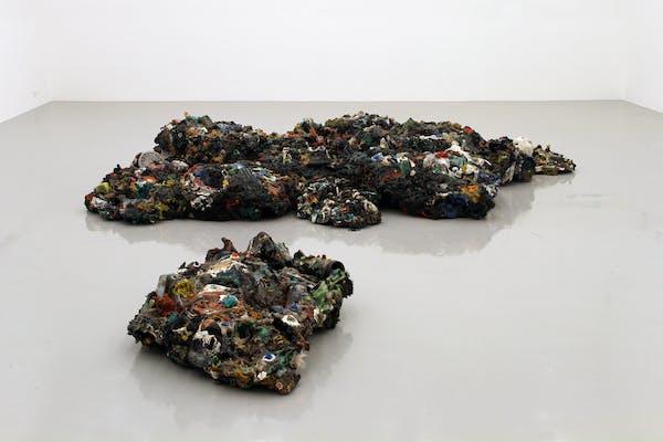 Maarten Vanden Eynde, Plastic Reef , 2009, installation view FRAC Loraine, Metz, 2014. – Foto Maarten Vanden Eynde